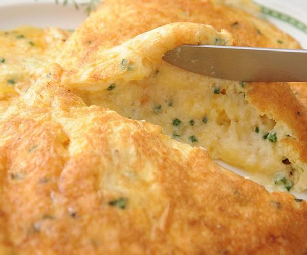 スフレ オムレツ(3種類のチーズとシブレット)